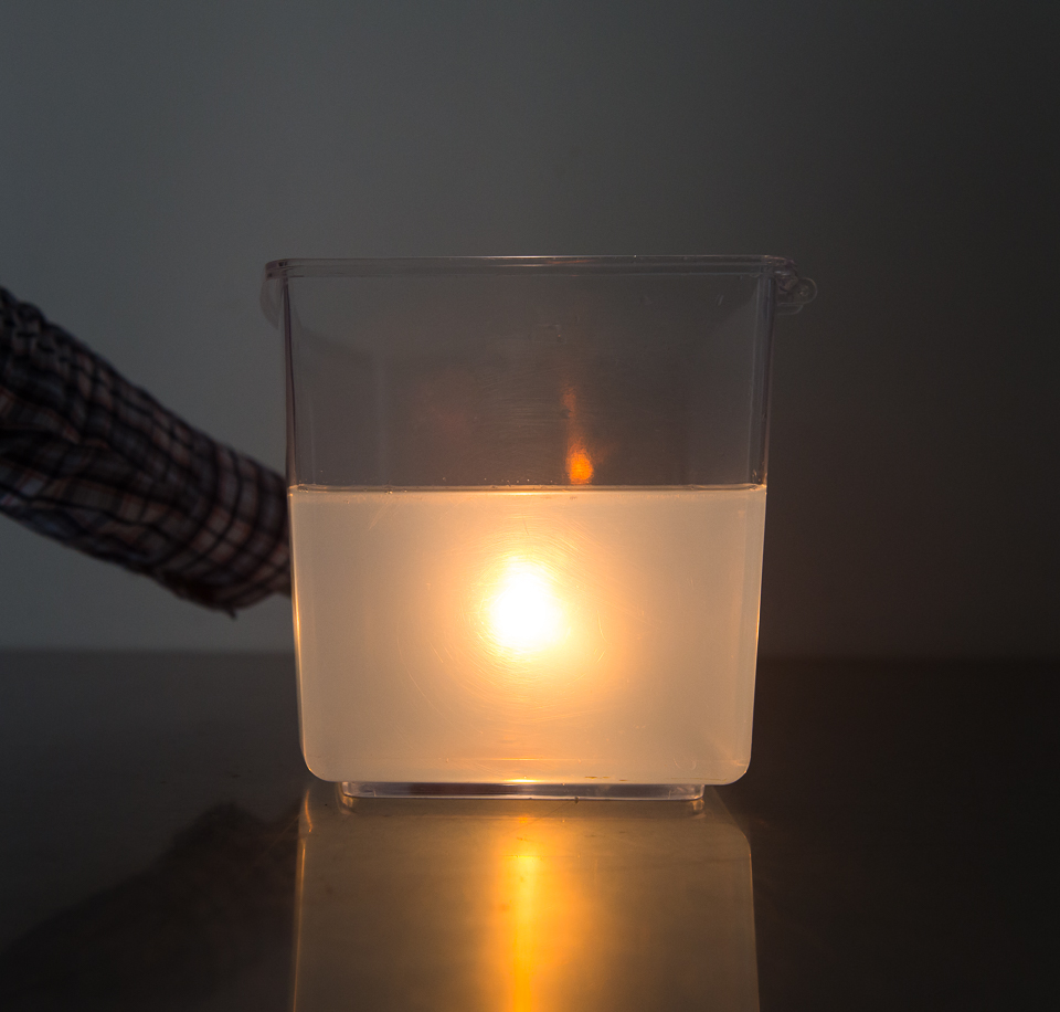 Science activity demonstrating the phenomenon of light scattering
