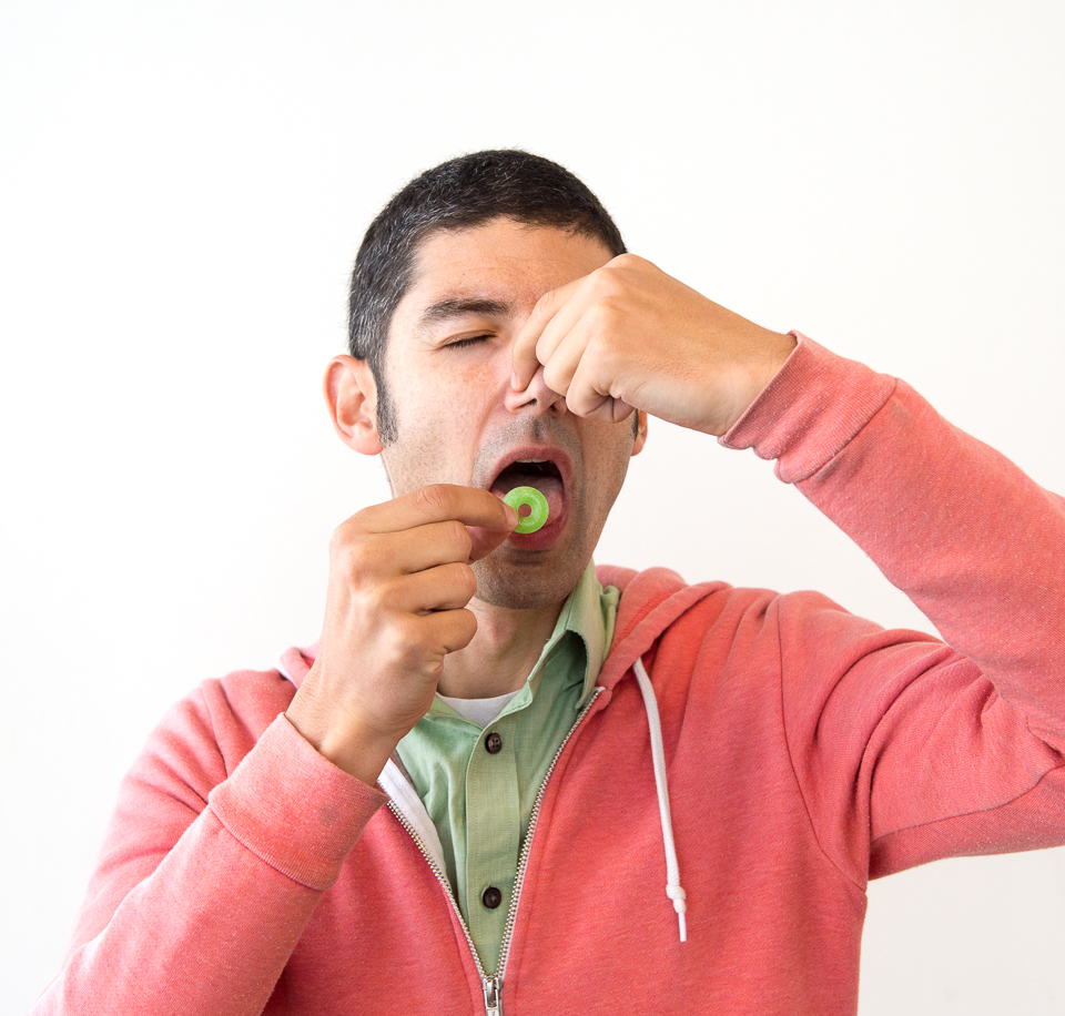 Science activity that demonstrates smell's effect on taste