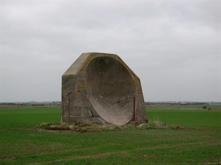 acoustic mirrors made of concrete