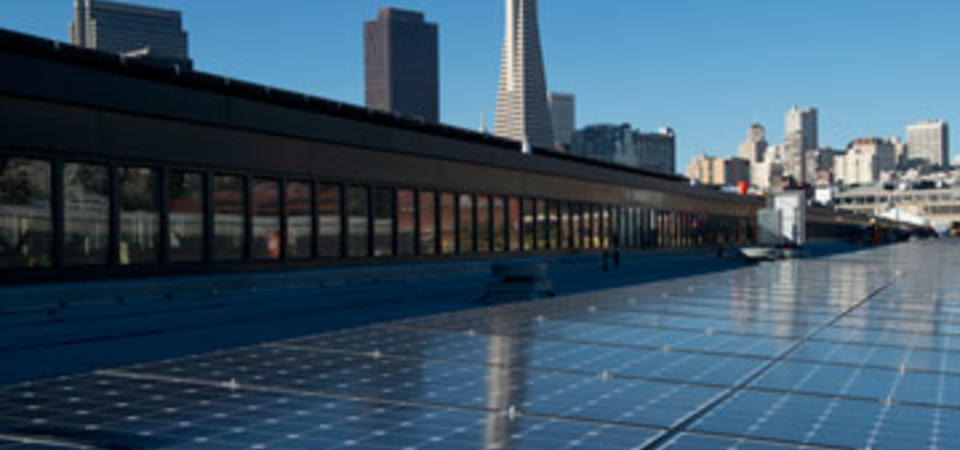 1.3-megawatt high efficiency SunPower solar power system on the roof of the Exploratorium. Image by Amy Snyder © Exploratorium, All rights reserved