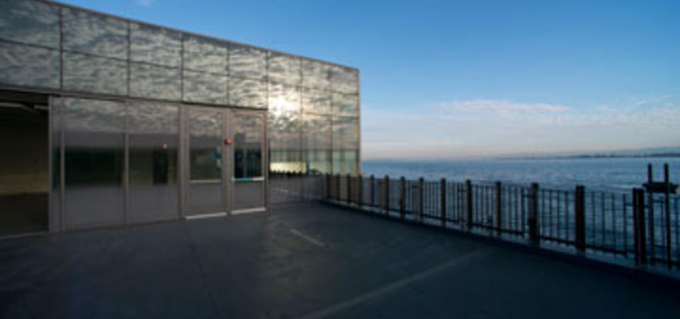 Fisher Bay Observatory Terrace. Image by Amy Snyder © Exploratorium, All rights reserved