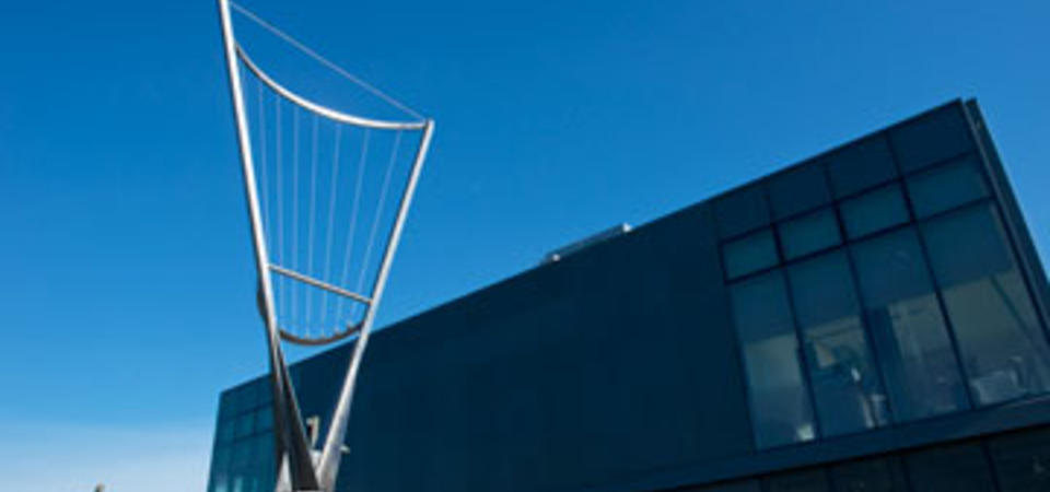 Doug Hollis' Aeolian Harp.  Image by Amy Snyder © Exploratorium, All rights reserved