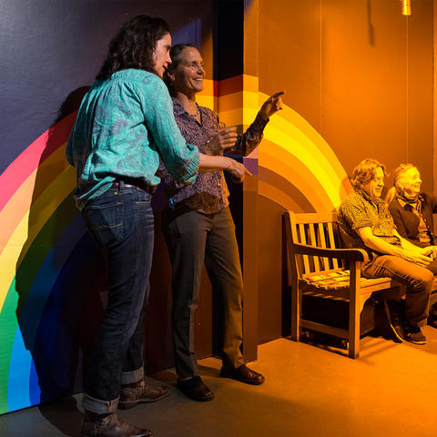 Teachers discussing the phenomena exhibited in the Monochromatic Room