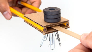 Science activity that explores magnetic lines of force